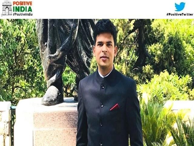 IAS Somesh Upadhyay guides UPSC aspirants through whatsapp group story in Hindi
