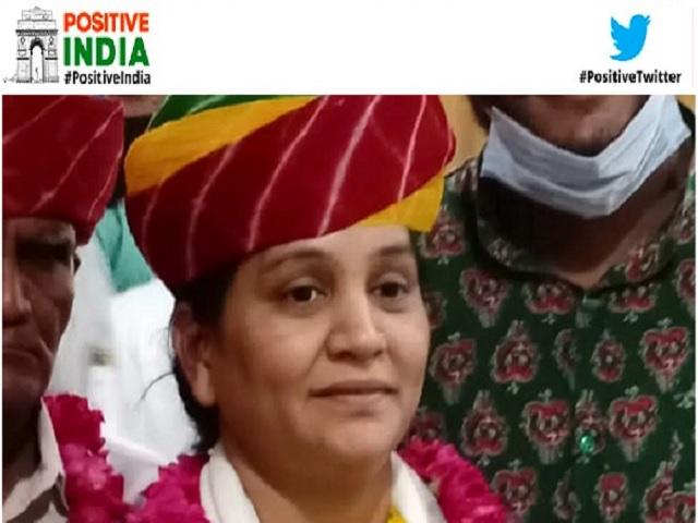 Positive India: कभी थी सफाईकर्मी फिर कड़ी मेहनत से बनी डिप्टी कलेक्टर - जानें आशा कंडारा की कहानी