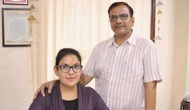 Jaipur's Jagriti and her Father Earn Crores by making Handmade Cow Dung Diary and Calenders