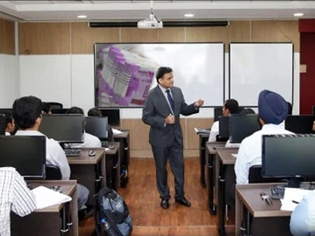 Investment Banking: Top Courses and Career Scope in India
