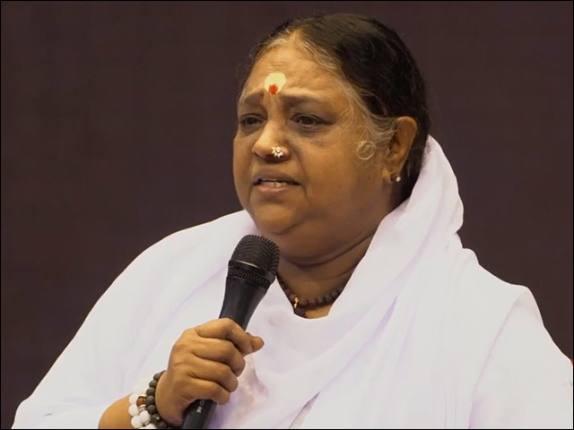 Amma, Sri Mata Amritanandamayi, Receives Honorary Degree From the Kalinga Institute of Industrial Technology