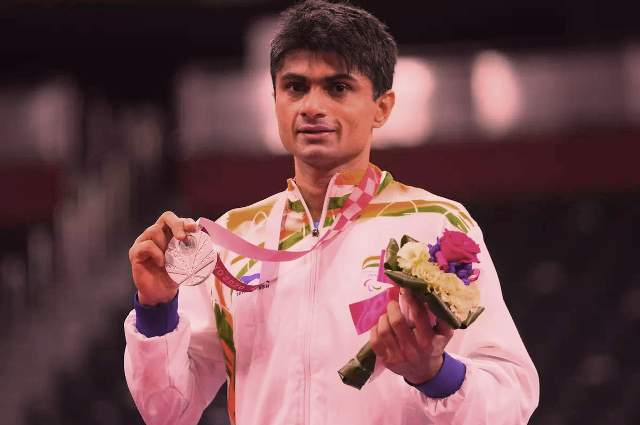 Noida DM Suhas LY becomes 1st IAS officer to win Paralympic medal