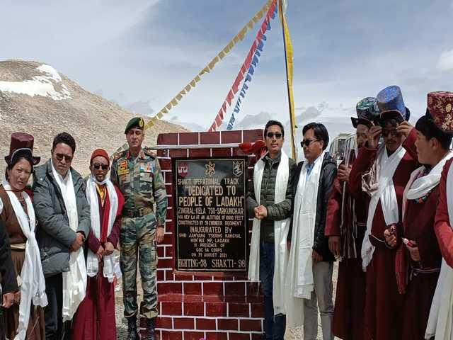World's highest motorable road in Ladakh, Twitter/Jamyang Tsering Namgyal