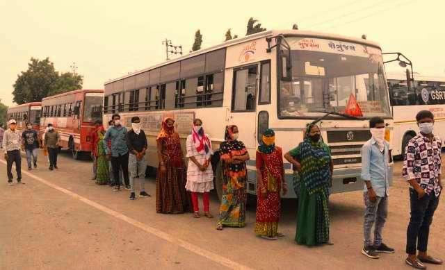 Ahmedabad bans unvaccinated citizens using public transport