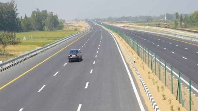 World's longest expressway between Delhi and Mumbai