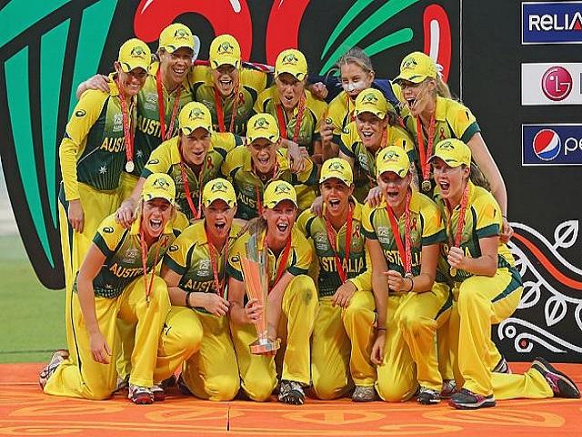 Australian Women with T20 World Cup 2020 Trophy