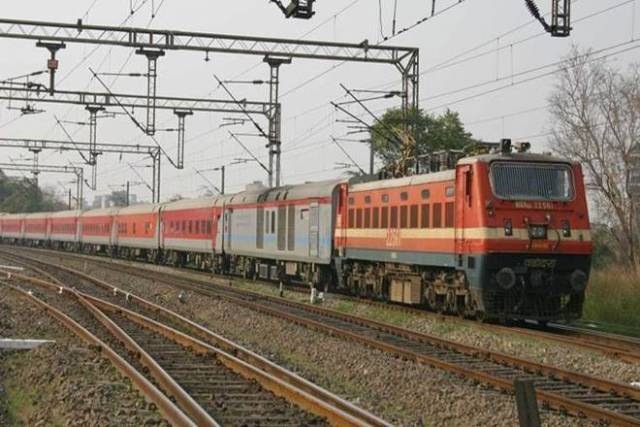 Regular passenger trains to remain suspended says Ministry of Railways in Hindi