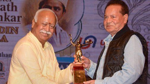 Madhur Bhandarkar, Salim Khan and Helen get Deenanath Mangeshkar Award